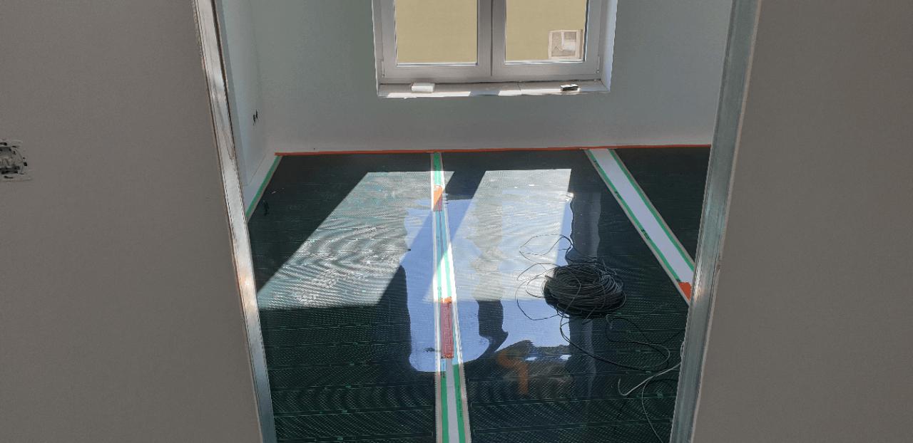Podlahové vytápění podkrovní byt - montáž